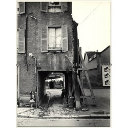 Troyes / France: Little Girl In Front Of Gateway Of Old House (Vintage Photo 1960s 23 x 17 CM)