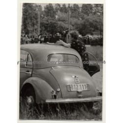 Tour De France 1954: Female Photojournalist - Morris Minor - Nieuport (Vintage Photo)