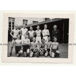 Group Of Topless Male Sportsmen *1 / Beefcake - Gay Int (Vintage Photo ~1940s)