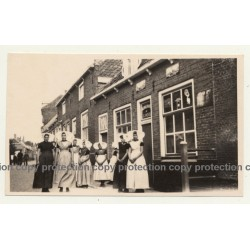 Dutch Females In Traditional Costume In Front Of Douwe Egbert Café *1 / Joure? (Vintage Photo ~1940s)