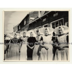 Dutch Females In Traditional Costume In Front Of Douwe Egberts Café *2 / Joure? (Vintage Photo ~1940s)