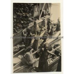 Congo - Belge: Indigenous Merchants In Dugouts Next To Barge (Vintage Photo ~1920s/1930s)