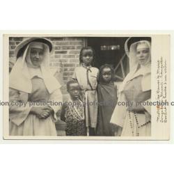 Urundi-Kanginia / Congo Belge: Devant La Hulte D'Un Voisin (Vintage RPPC)