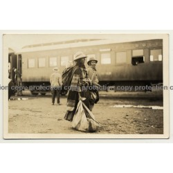 La Paz / Bolivia: Natives With Luggage In Front Of Train Wagon (Vintage RPPC 1926)