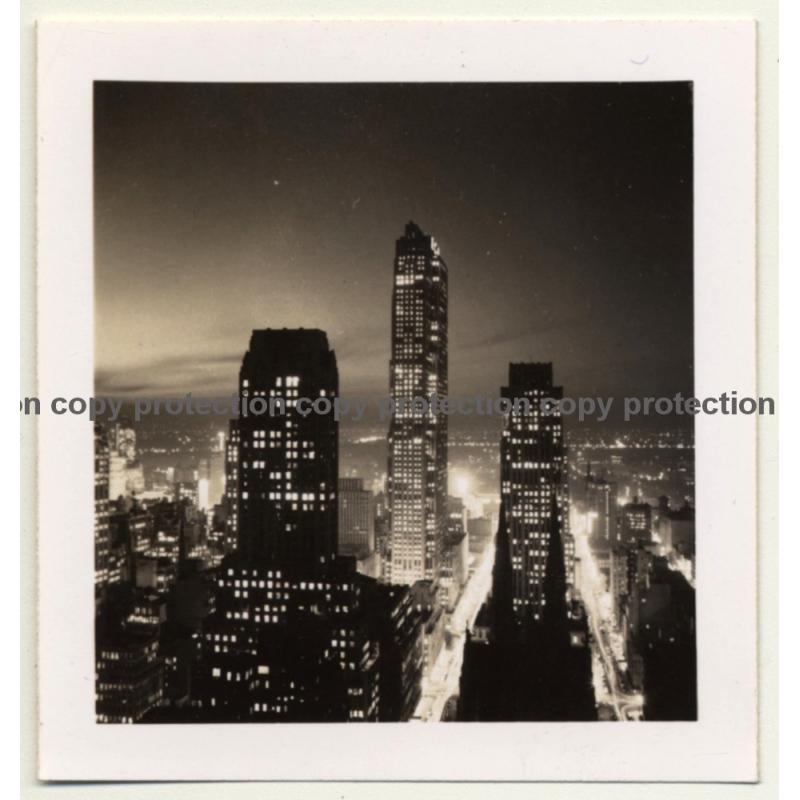 New York: Manhattan At Night / Skyscrapers (Vintage Photo B/W ~ 1960s)