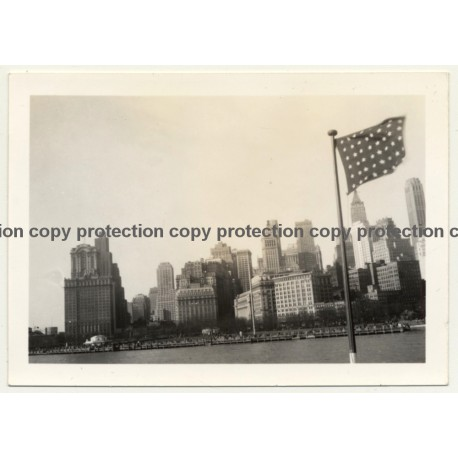 New York: Manhattan From Hudson River / Skyscrapers (Vintage Photo B/W ~ 1960s)