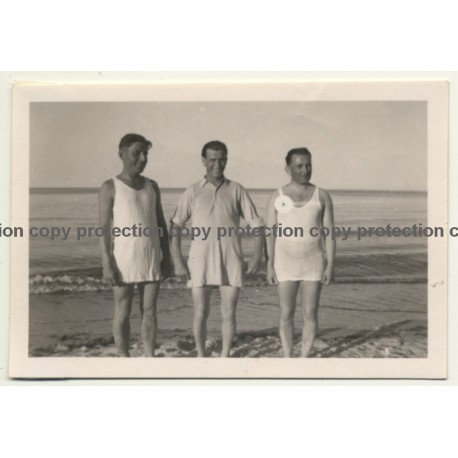 3 Guys In Funny Swim Dresses / Gay INT (Vintage Photo ~1940s/1950s)