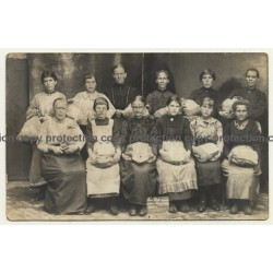 Group Of Embroideresses / Embroidery - Brussels Lace? (Vintage RPPC ~1910/1920s)