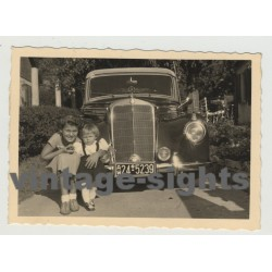 2 Girls Proudly Posing In Front Of A Mercedes 220 Cabrio (W187) (Vintage Photo 1950s)
