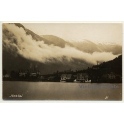 Mundal - Fjærland / Norway: Town View - Lake (Vintage RPPC)