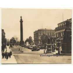 London / UK: Wellington Place - Oldtimer - Monuments (Vintage...