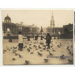 London / UK: Feeding Pigeons At Trafalgar Square (Vintage...
