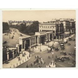 London / UK: Hyde Park Corner - Oldtimer - People (Vintage...