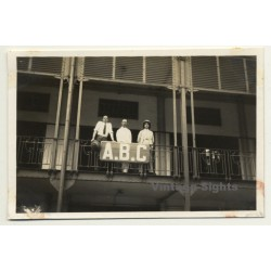 Léopoldville - Congo-Belge: 3 Guys On Balcony Of Hotel A.B.C....