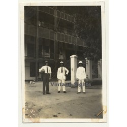 Léopoldville - Congo-Belge: 3 Guys In Front Of Hotel A.B.C....
