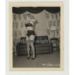Patti Page Ready To Undress / Lingerie - 50s Interior (Vintage Irving Klaw Photo 1950s)