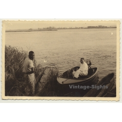 Congo Belge: Colonial Master At Lake Shore / Dinghy - Native...