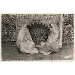 Algeria: 2 Veiled Women - Moorish Interior - Tiles (Vintage RPPC)
