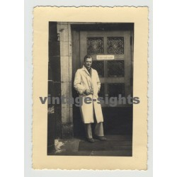 Well Dressed Guy In Front Of 'Fahrradraum' (Vintage Photo 40s/50s Gay Int)