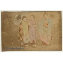 Japan: 3 Geishas In Kimonos / Wagasa - Meiji Period (Vintage...