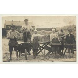 Belgium: Récolteuse De Roseaux / Thatch - Reed (Vintage RPPC...