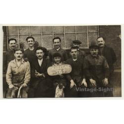 Belgium: Group Of Workers - Modelage (Vintage RPPC 1921)