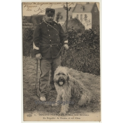Douane Francaise / Un Brigadier De Douane Et Son Chien...