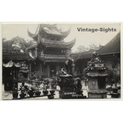Singapore: Chinese Temple - Courtyard (Vintage RPPC...