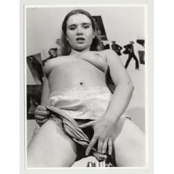 Wild Tiny Semi-Nude In Hot Pose / Pouting Lips - Eyes (Vintage Photo Master 60s/70s)