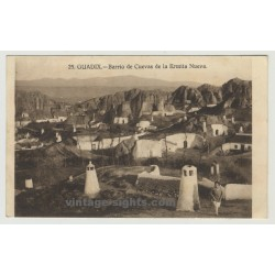 18500 Guadiz: Barrio De Cuevas De La Ermita Nueva (Vintage Postcard)