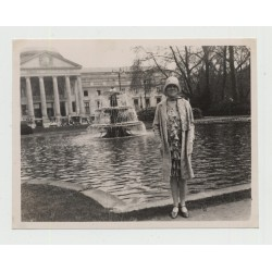 Elegant Dressed Woman In Front Of Kurhaus Wiesbaden 1928 (Vintage Amateur Photo B/W)