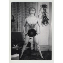 50s/60s Pin Up Girl Presenting Capitol Record (Vintage Photo: Reinhard Seufert)