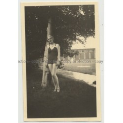 Blonde Girl Poses In Front Of Swimming Pool (Vintage Agfa Lupex Photo B/W 1936)