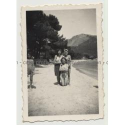 Mallorca - Playa Formentor: 3 Girls & Beach (Vintage Photo B/W 1946)