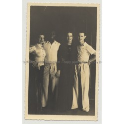 Beautiful Shot Of 2 Couples In 1930s / Fashion (Vintage Gelatine Silver Photo)