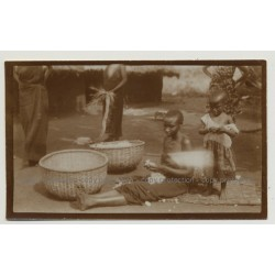 African Kids Process Cotton Wool On Market / Congo? (Vintage Photo B/W 1920s/1930s)