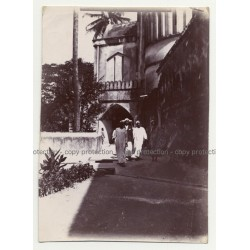 A.R.P. De Lord: African Men In Stone Town - Zanzibar (Vintage Photo ~1920s/1930s)