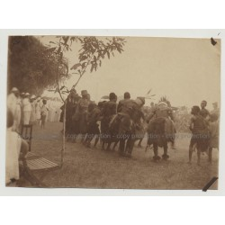 Kolonialherren Watching Dance Of The Medicine Men / Congo (Vintage Photo B/W 1920s)