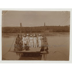 Kolonialherren & Congolese People On Wooden Ferry-Raft / Congo (Vintage Photo B/W 1920s)