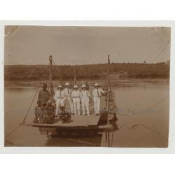 Kolonialherren & Congolese People On Wooden Ferry-Raft / Congo (Vintage Photo B/W 1920s)