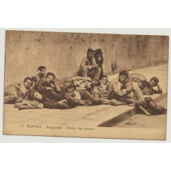Napoli - Scugnizzi - Dolce Far Niente / Sweet Doing Nothing - Streetchildren (Vintage Postcard)