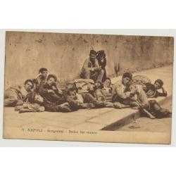 Napoli - Scugnizzi - Dolce Far Niente / Sweet Doing Nothing - Streetchildren (Vintage Postcard)