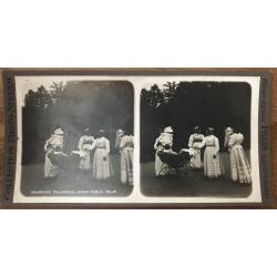 Italien Nurses, Public Garden Milan / Italy (Vintage Stereo Photo)