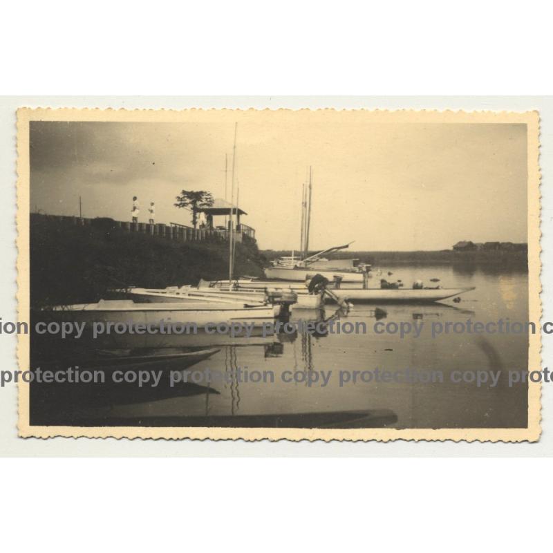 Yacht Club Léopoldville (Kinshasa) / Belgian Congo (Vintage Photo PC B/W ~ 1940s)