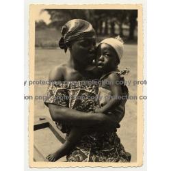 African Woman W. Beautiful Baby On Arm / Likati - Congo (Vintage Photo B/W ~1940s/1950s)