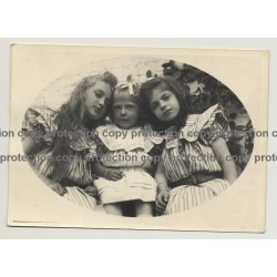 Nice Photo Of 2 Little Girls & Baby Girl / Sisters (Vintage Photo B/W ~1930s)