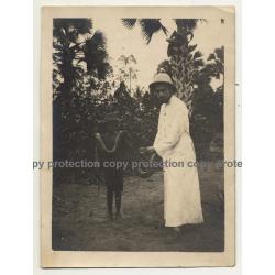 Missionary & Congolese Holding A Boa - Lemfu / Congo (Vintage Photo B/W 1926)