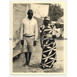 Congolese Family In Goma - Baby On Arm  (Vintage Photo B/W ~1950s)