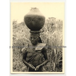 Old Congolese Woman Head-Carrying Clay Pitcher 2 (Vintage Photo B/W ~1950s)