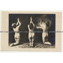 3 Female Nudes Kneeling On Carpet / Art Deco  (Vintage Photo B/W ~1910s/1920s)